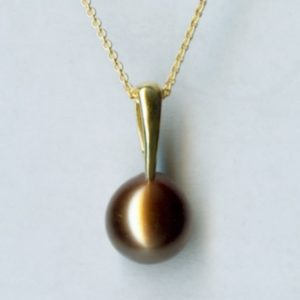 Yellow gold pearl pendant
