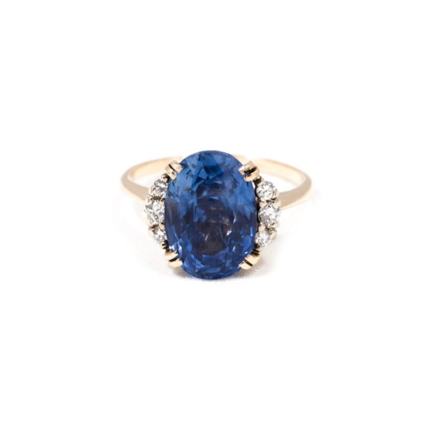 VINTAGE OVAL SAPPHIRE AND DIAMOND RING 1