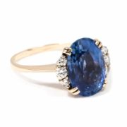 VINTAGE OVAL SAPPHIRE AND DIAMOND RING 2