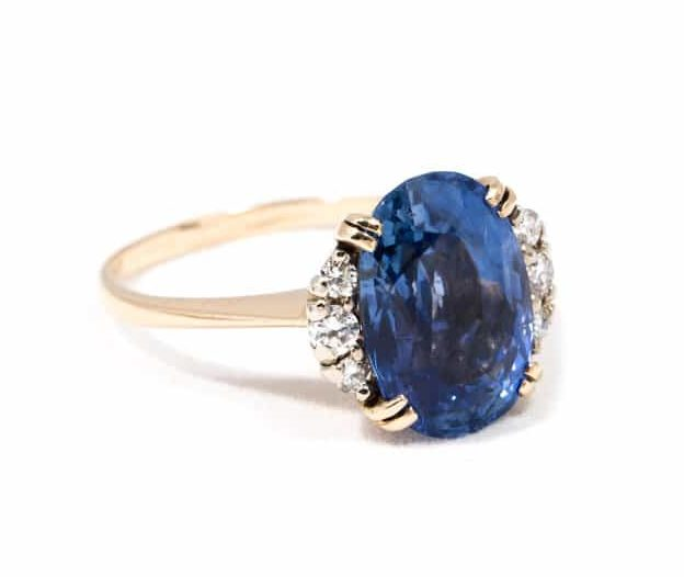 VINTAGE OVAL SAPPHIRE AND DIAMOND RING