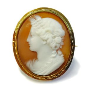 France, Mae 04-04-17 cameo brooch