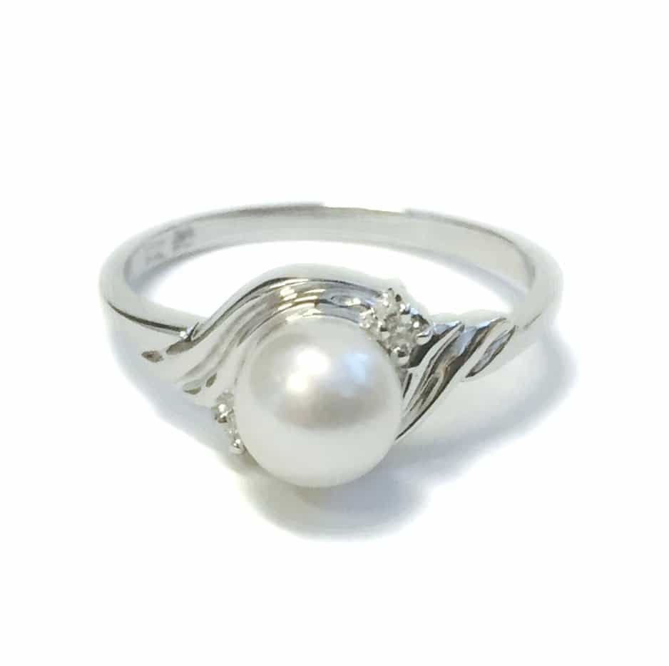 Story Why Are Wedding Rings Worn On Left Hand: White Gold Pearl And Diamond Ring