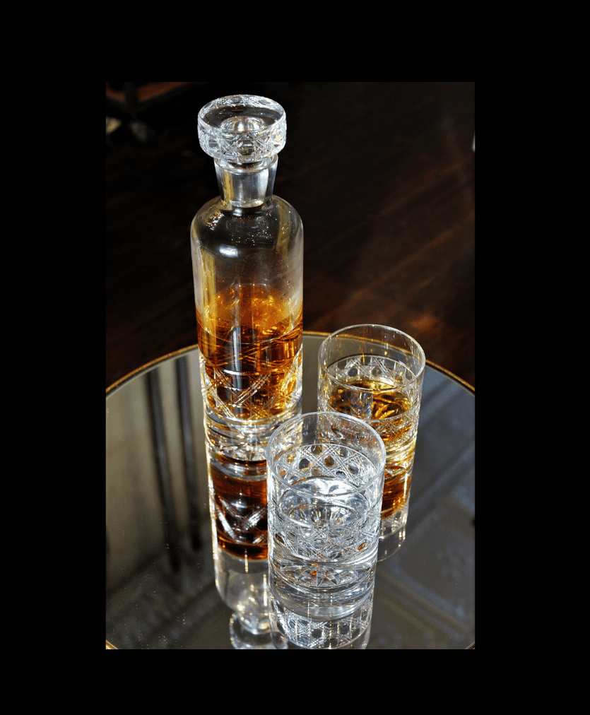 decanter with border